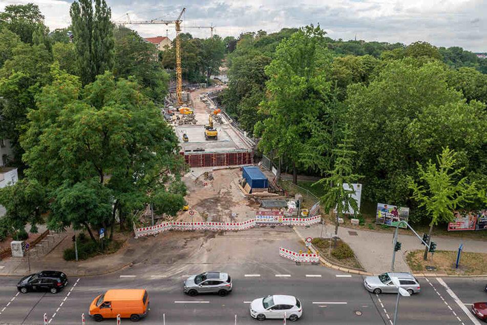 Anfang November soll der Verkehr wieder über die historische Kaßbergauffahrt rollen. Seit Frühjahr 2018 wird die Sandsteinbrücke restauriert.