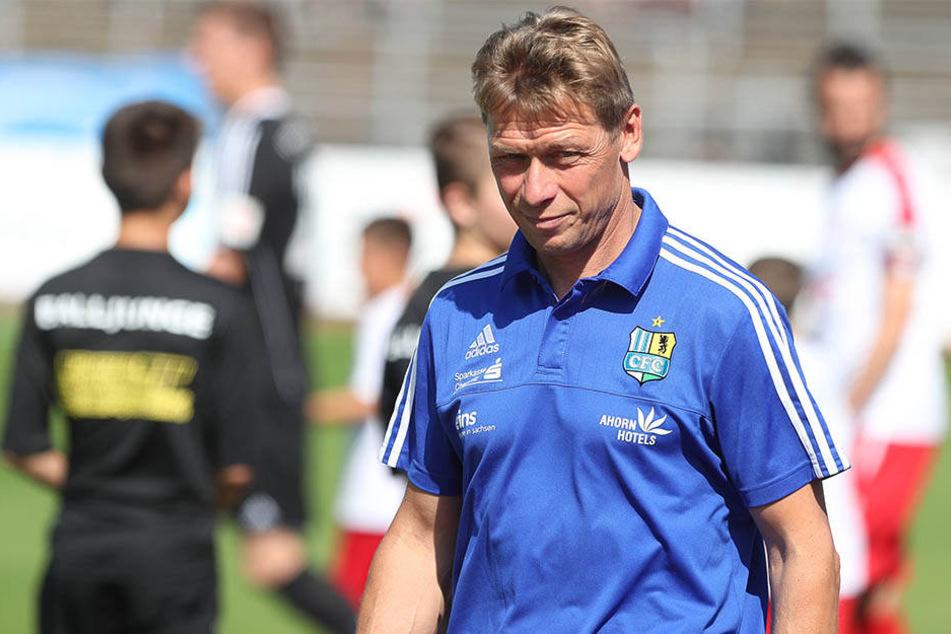 Die Sorgenfalten auf der Stirn von Sven Köhler werden immer größer.