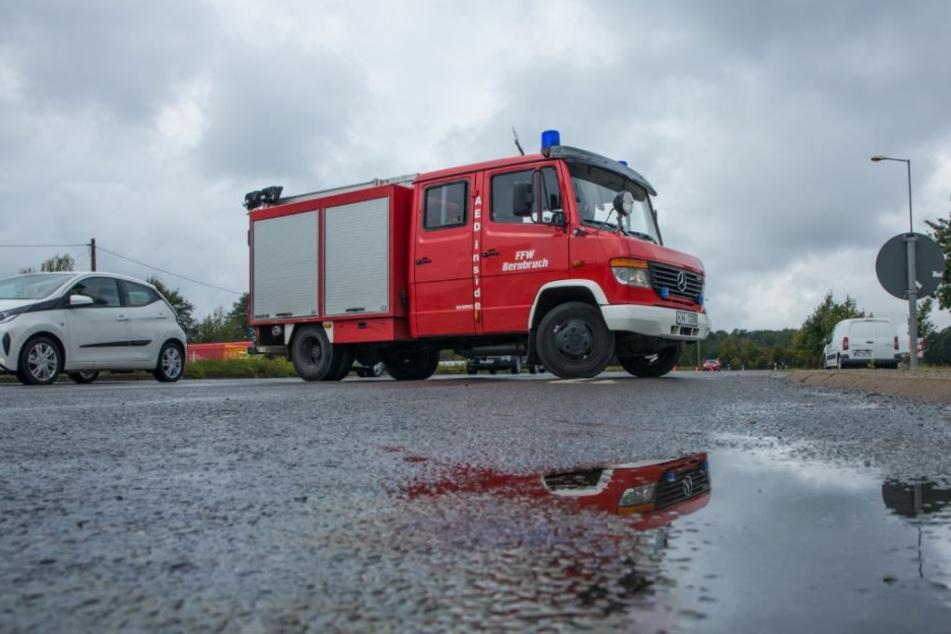 Gleich mehrere Feuerwehren mussten ausrücken, um die ausgelaufene Flüssigkeit zu binden.