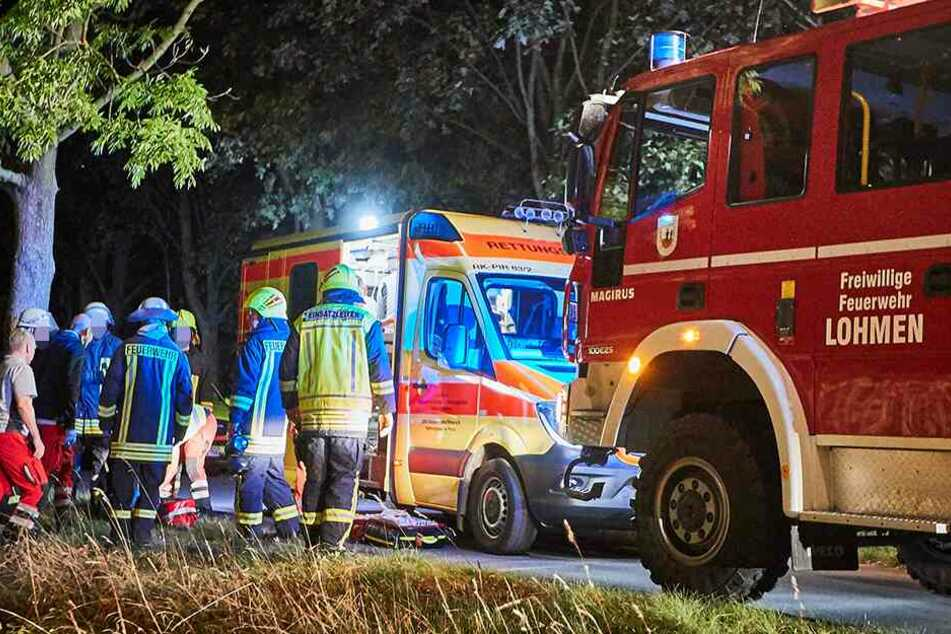 Sanitäter und Rettungskräfte beim Einsatz.