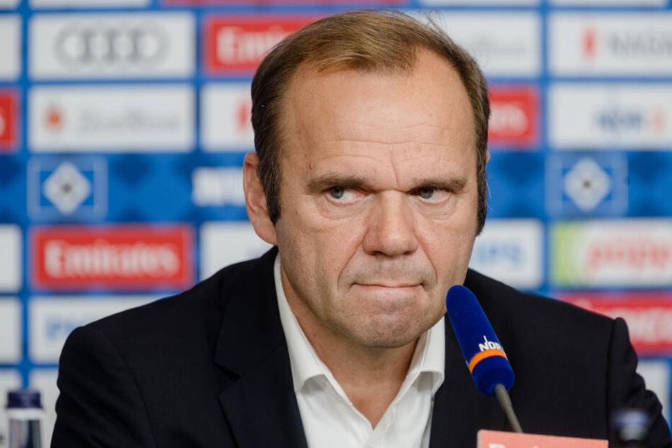 Bernd Hoffmann ist Vorstandsvorsitzender des HSV und bringt ein Ende des Pyro-Verbots ins Spiel.