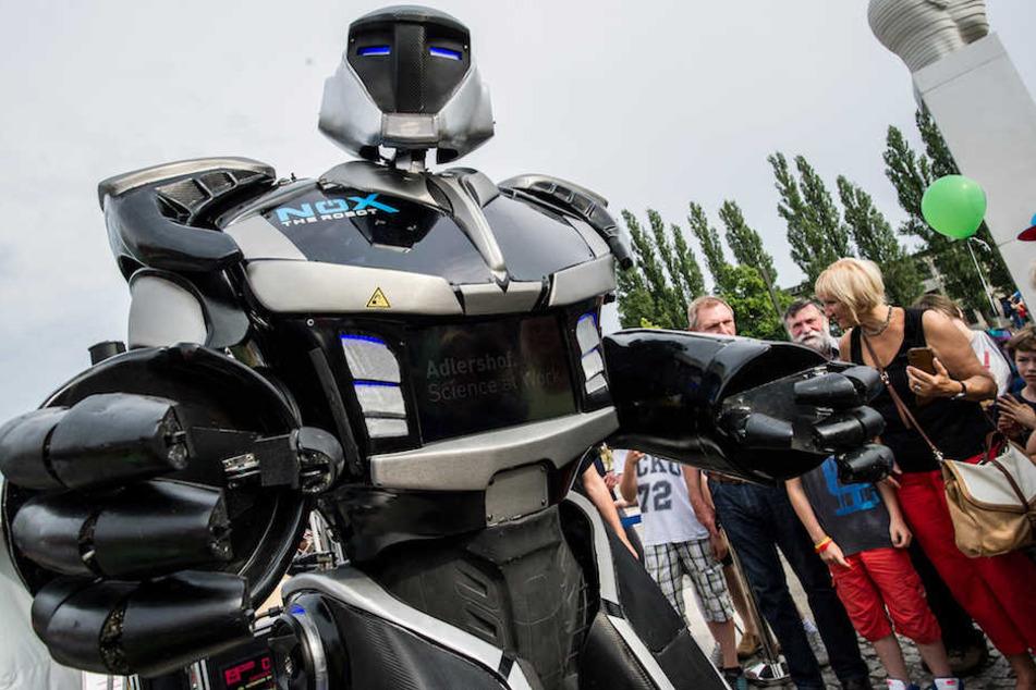 "Ob ""NOX the Robot"" wieder dabei ist, so wie 2015 in Adlershof?"