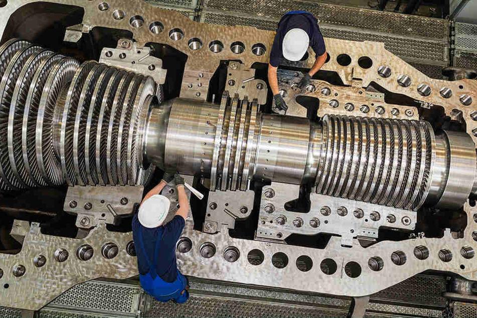 Endmontage einer Dampfturbine bei Siemens in Görlitz. Das Werk hat einen  Großauftrag aus Kuwait bekommen.