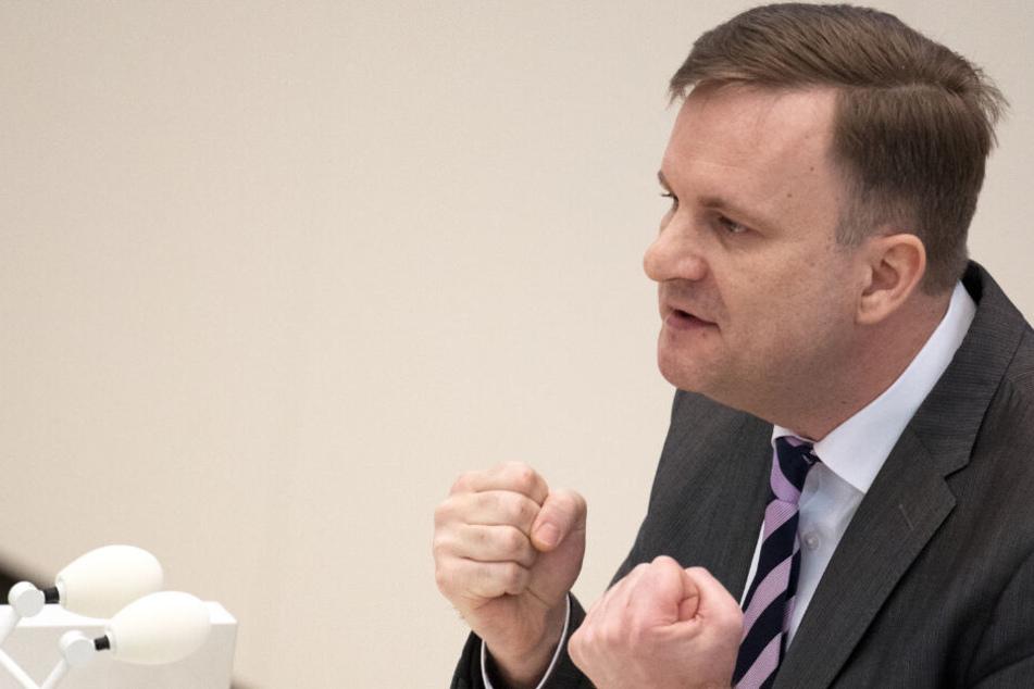 Der Abgeordnete Steeven Bretz (CDU) spricht im Brandenburger Landtag. (Archivbild)