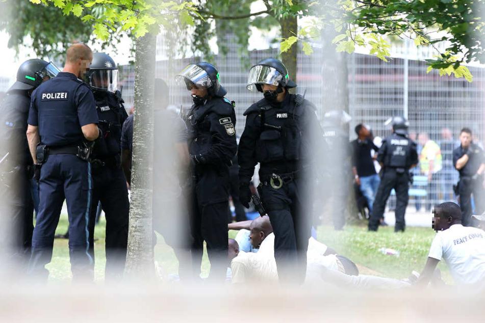 Elf Personen wurden von der Polizei festgenommen.