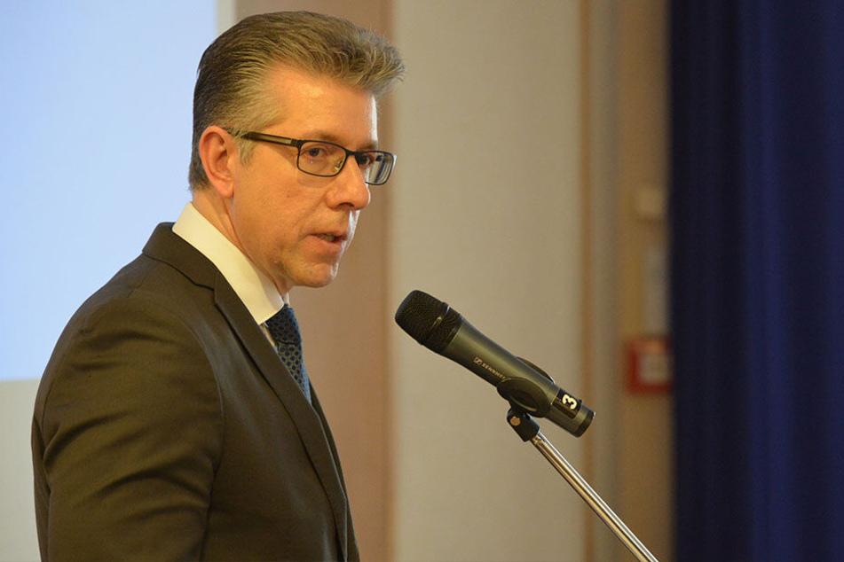 Sozialbürgermeister Ralph Burghart (48) sprach am gestrigen Montag im Chemnitzer Dorint Hotel beim Fachtag zum Thema Prostituition.