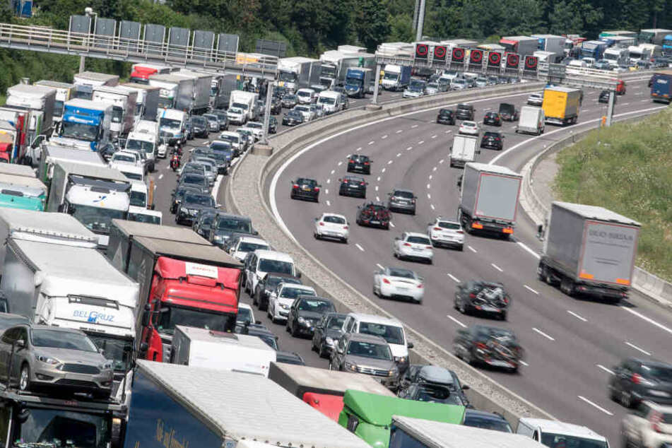 Vor allem die A8 zwischen Karlsruhe, Stuttgart, München und Salzburg ist anfällig für Stau.