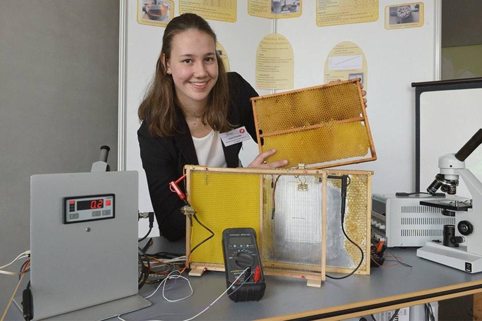 Julia Förster (17) aus Zwönitz beschäftigte sich mit kranken Bienen und ihrer Heilung.