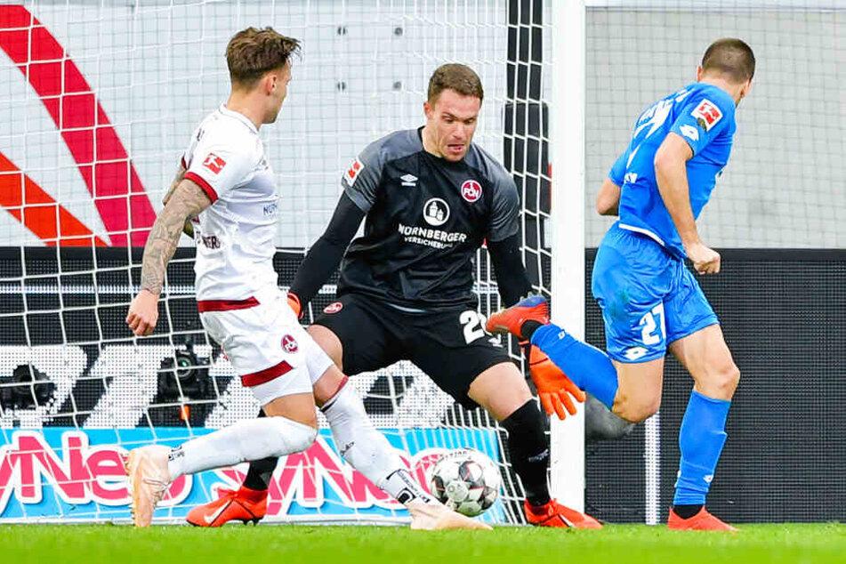 Sekunden später klingelt's: TSG-Stürmer Andrej Kramaric (r.) erzielt seinen zweiten Treffer für Hoffenheim.