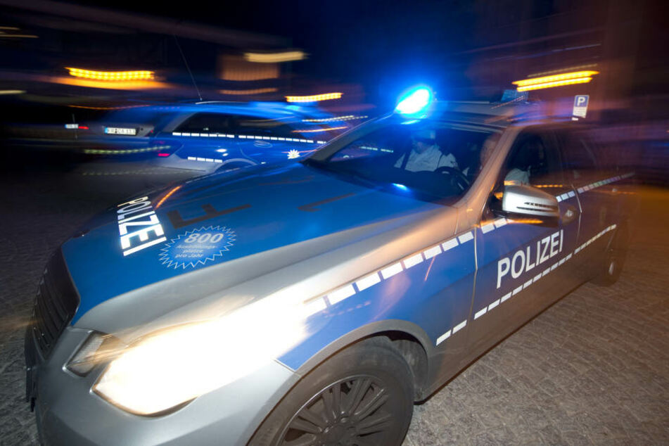Der Suff-Fahrer musste seinen Führerschein abgeben und kam über Nacht in ein Krankenhaus. (Symbolbild)