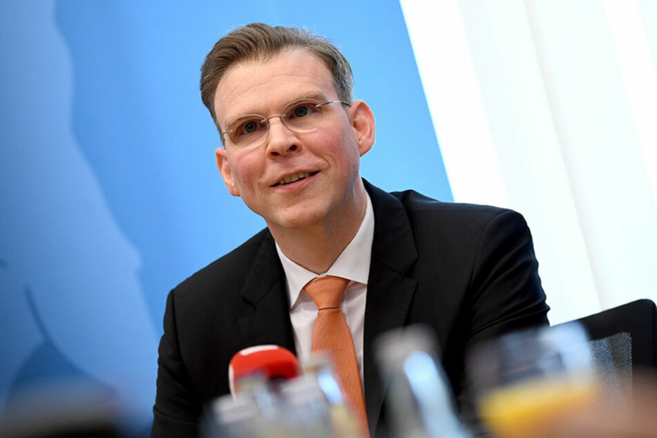 Der Fraktionsvorsitzende der Berliner CDU im Abgeordnetenhaus, Florian Graf teilt gegen Rot-Rot-Grün aus.