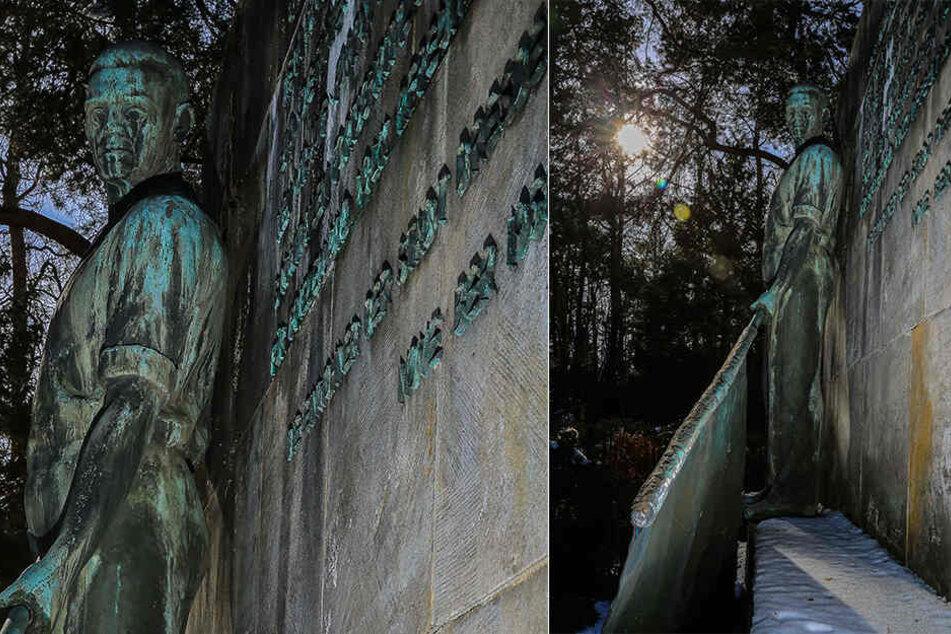 """""""Ruhm und Dank den Helden der Sowjetunion"""": Die Plastik """"Der Fahnenträger"""" steht auf dem Garnisonfriedhof gegenüber des Haupteinganges."""