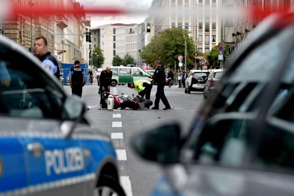 In der Berliner Innenstadt wurden drei Menschen bei einem Unfall verletzt.