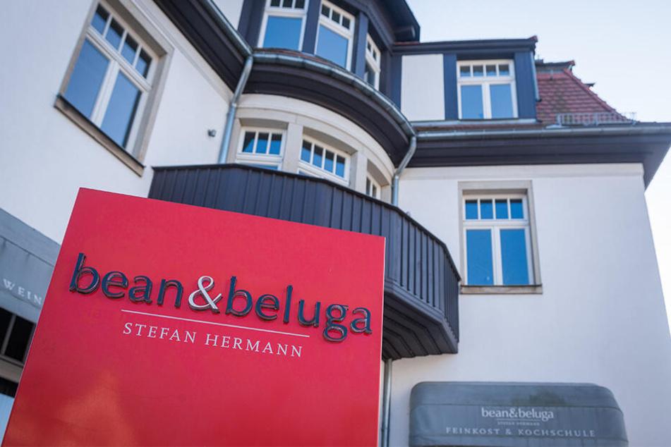 """Das Eckhaus, in dem Hermann Gourmets bewirtet, beherbergte ursprünglich das Cafe """"Binneberg""""."""