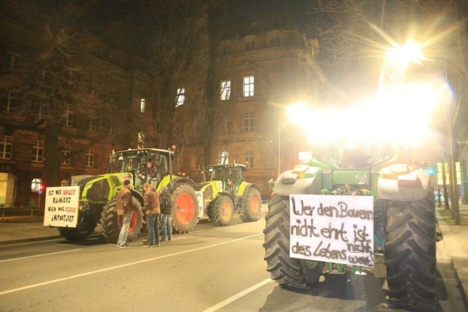 Die Bauern vor der Staatskanzlei.