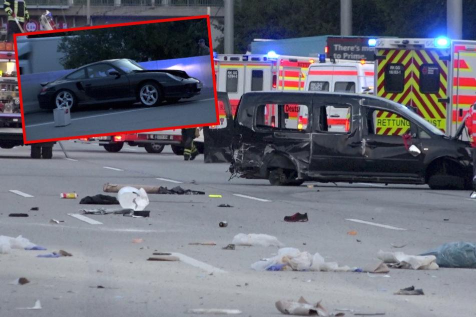Porsche platzt ein Reifen auf der A5: Trümmerfeld nach Unfall mit Caddy