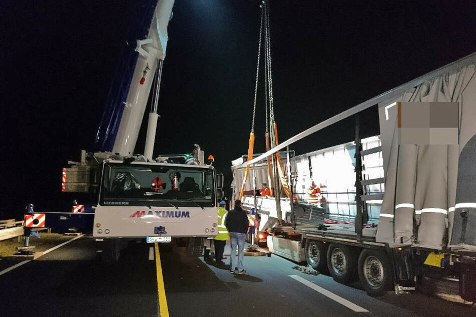 Mit einem 120-Tonnen Kran musste die Ladung umgeladen werden.