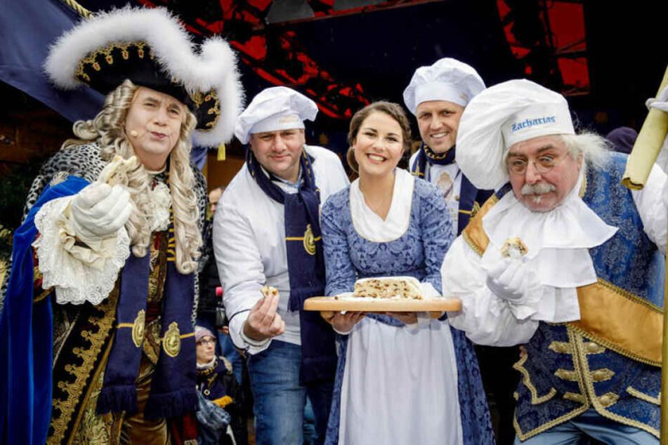 Der Anschnitt des Riesenstollens ist beim Dresdner Stollenfest eines der großen Highlights.