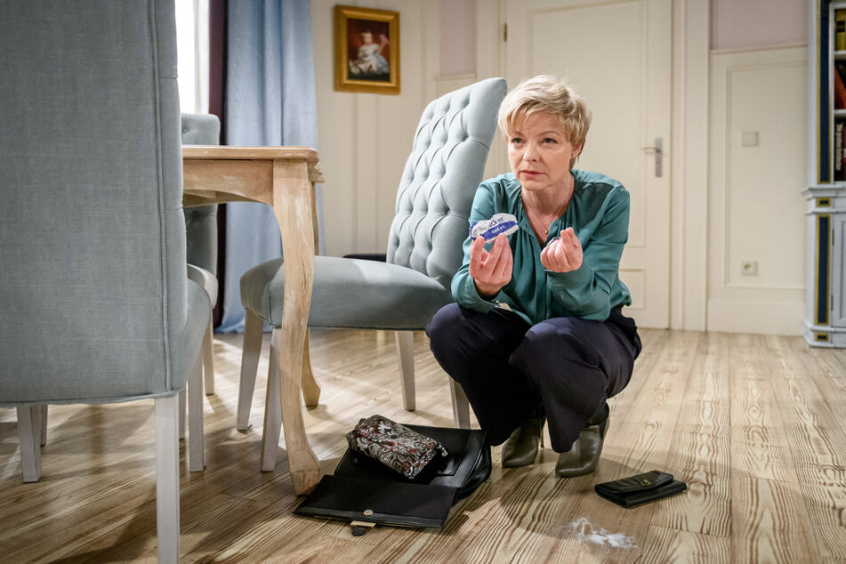 Durch einen Zufall macht Linda eine interessante Entdeckung in Arianes Handtasche.