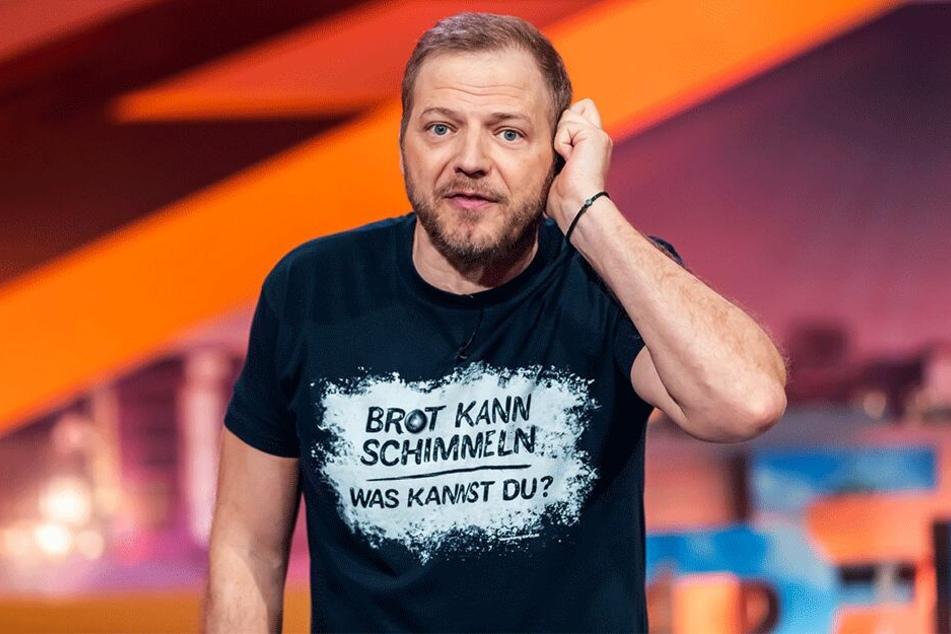 """Mario Barth (46) widmet sich in seiner Sendung """"Mario Barth deckt auf"""" am Mittwochabend der Hüttertal-Brücke."""