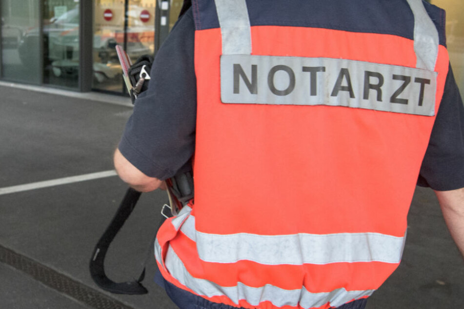 Fußgängerin stirbt nach Unfall in Mittelhessen - Fahrer ist flüchtig