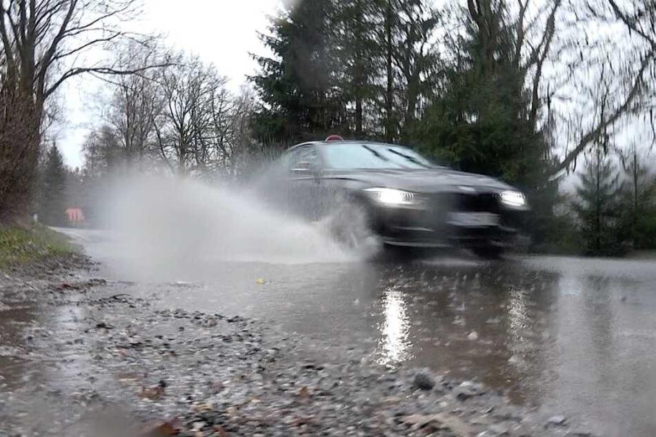 Heftiger Regen sorgt seit Sonntagmorgen für Behinderungen auf den Straßen im Harz.