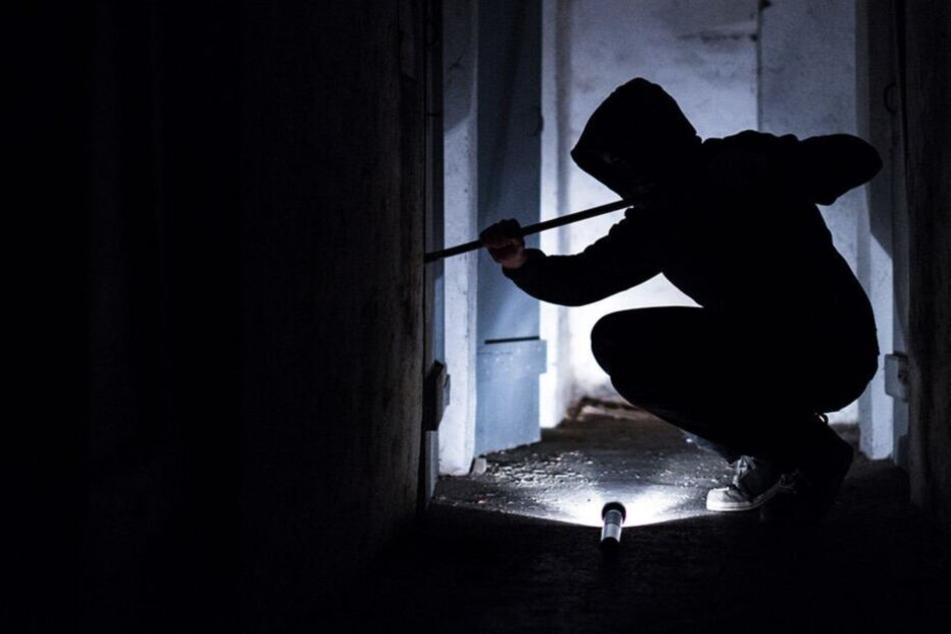 Er sei auf der Suche nach einem Schlafplatz gewesen, sagte der Einbrecher der Polizei.