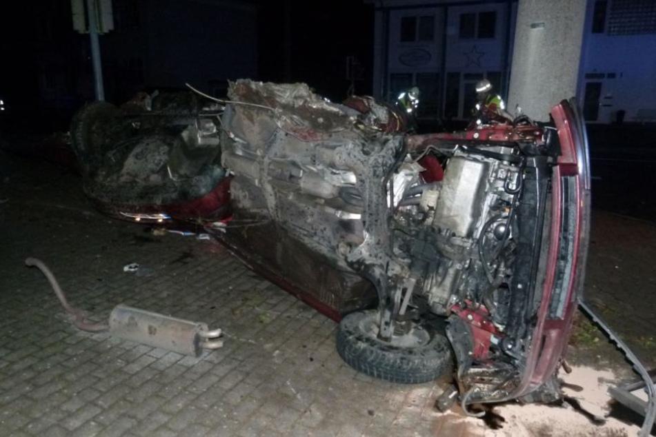 Der Wagen wurde stark beschädigt.