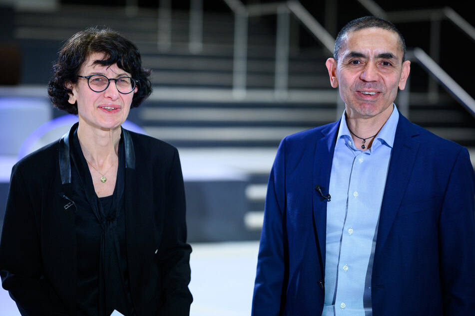 Özlem Türeci (54, l.) und Uğur Şahin (56) heirateten 2002. 2008 gründeten sie Biontech. Mit dem Unternehmen bringen sie Studien an der neuen mRNA-Technologie voran, um die Behandlung von Krebs zu revolutionieren.