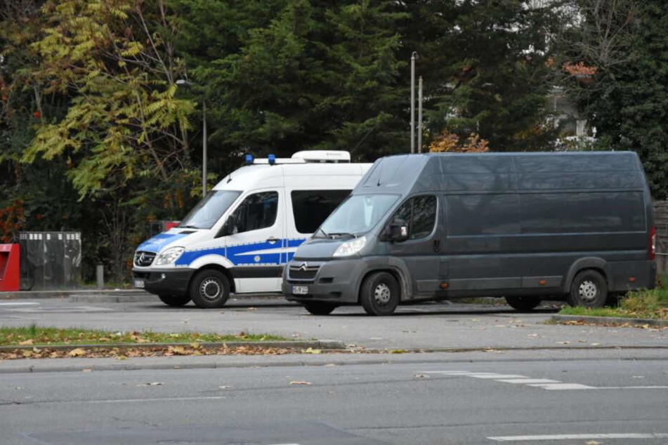 Die Polizeiwagen vor Ort.