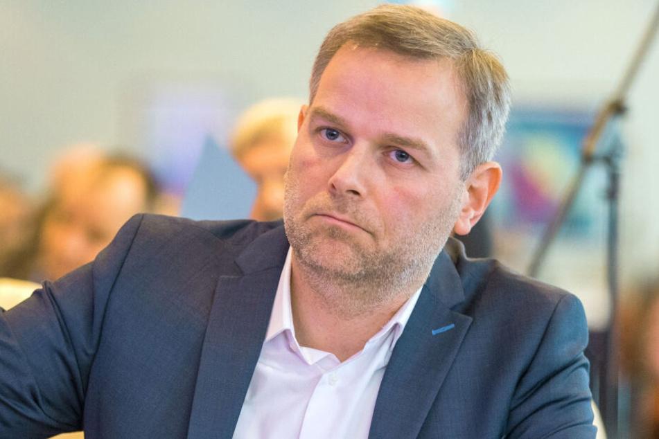 Der AfD-Landesparteichef Leif-Erik Holm bei einem AfD-Landesparteitag.