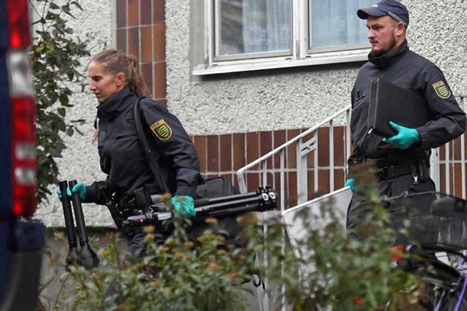 Beamte kamen am Montagmorgen in Leipzig Paunsdorf aus der Wohnung, in der al-Bakr verhaftet wurde.