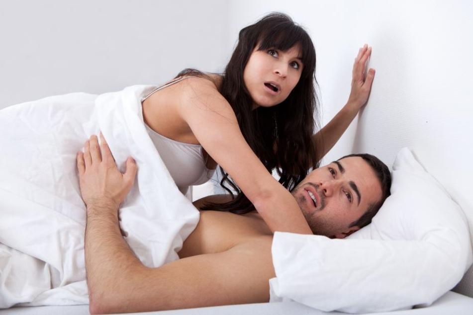 In Flagranti wurde die Frau mit ihrer Affäre erwischt. (Symbolbild)