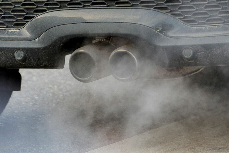 Autoabgase sorgen derzeit für dicke Luft in NRW. Auch OWL ist betroffen (Symbolbild).