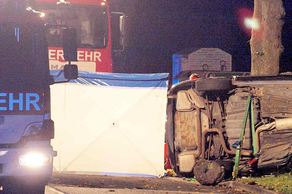 Wie bei diesem Unfall sollen auf der Autobahn Sichtschutzwände aufgebaut werden, die Gaffer fernhalten.