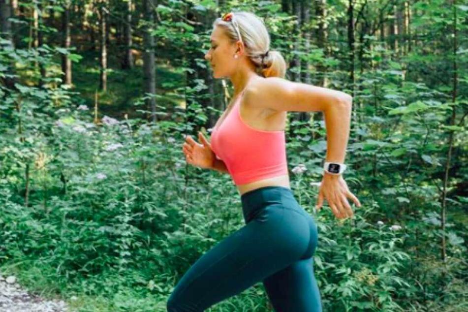 Ihren Arztkittel tauscht Marie-Luise Klietz (27) gerne mal gegen ein knappes Sport-Outfit.