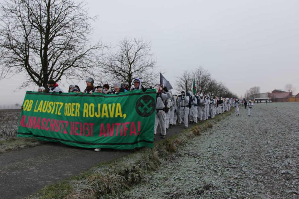 Protestzug in der Lausitz. Aktivisten besetzten den dortigen Tagebau Jänschwalde als auch den Tagebau Vereinigtes Schleenhain im Leipziger Revier.