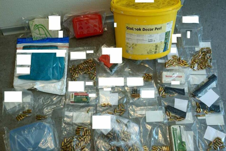 Polizei entdeckt scharfes Munitionslager in Farbeimer! Wer hat etwas gesehen?