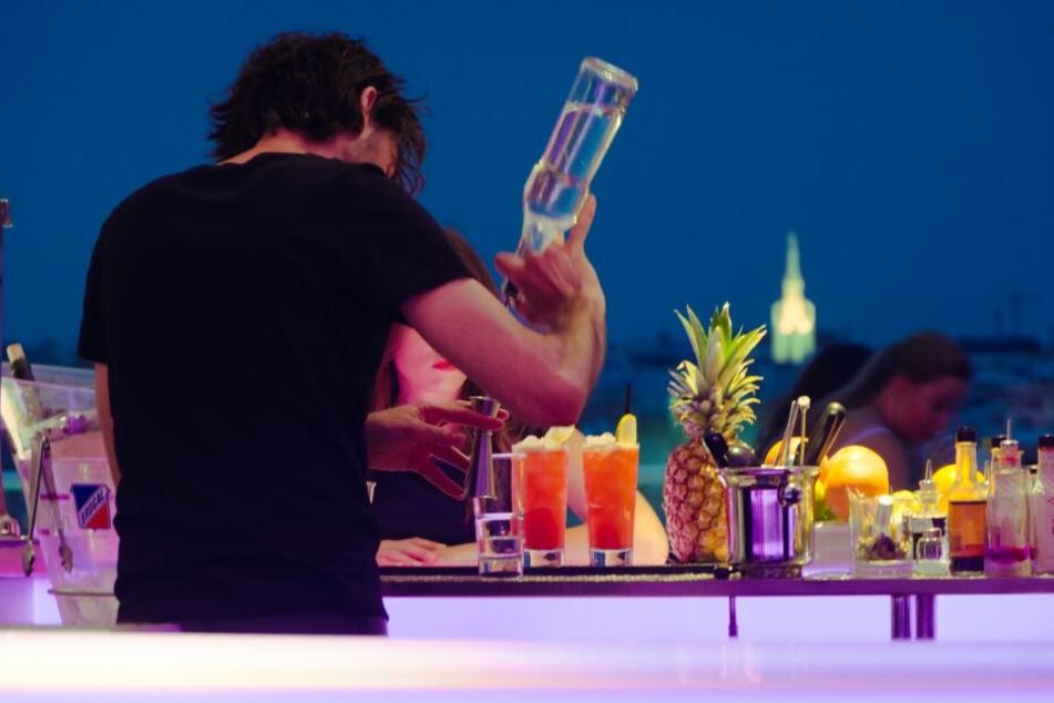 Cocktails braucht ihr nicht nur an der Strandbar zu genießen, sondern könnt diese auch mit unseren 3 Rezepten ganz leicht selber nachmachen.