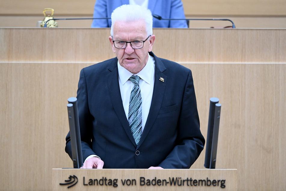 Winfried Kretschmann (73, Grüne) will einen ungenutzten Rettungsfonds für mittlere Firmen auflösen.