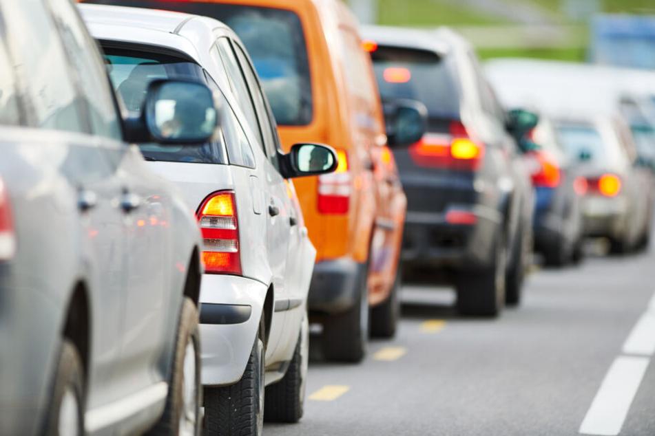 Getränketransporter kippt um: A 61 bei Köln gesperrt