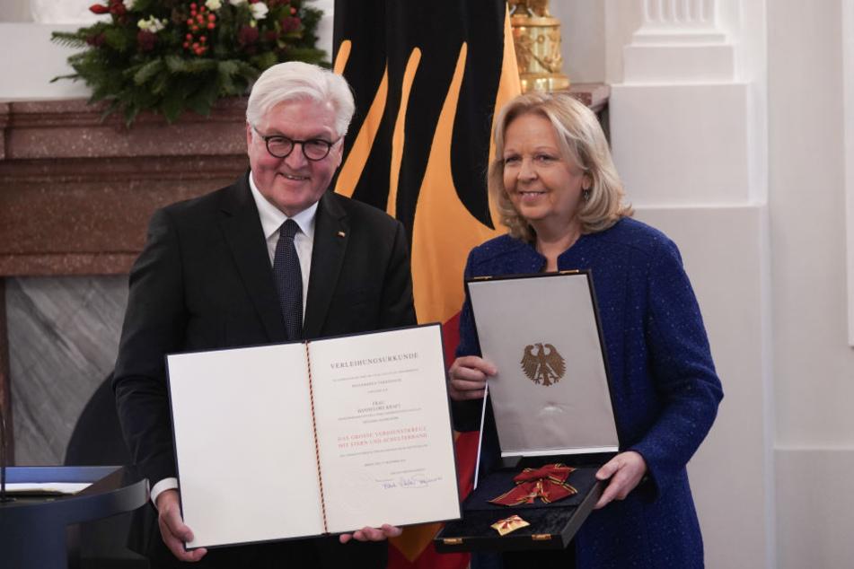 Hannelore Kraft (SPD) erhielt den Orden aus den Händen des Bundespräsidenten Frank-Walter Steinmeier.