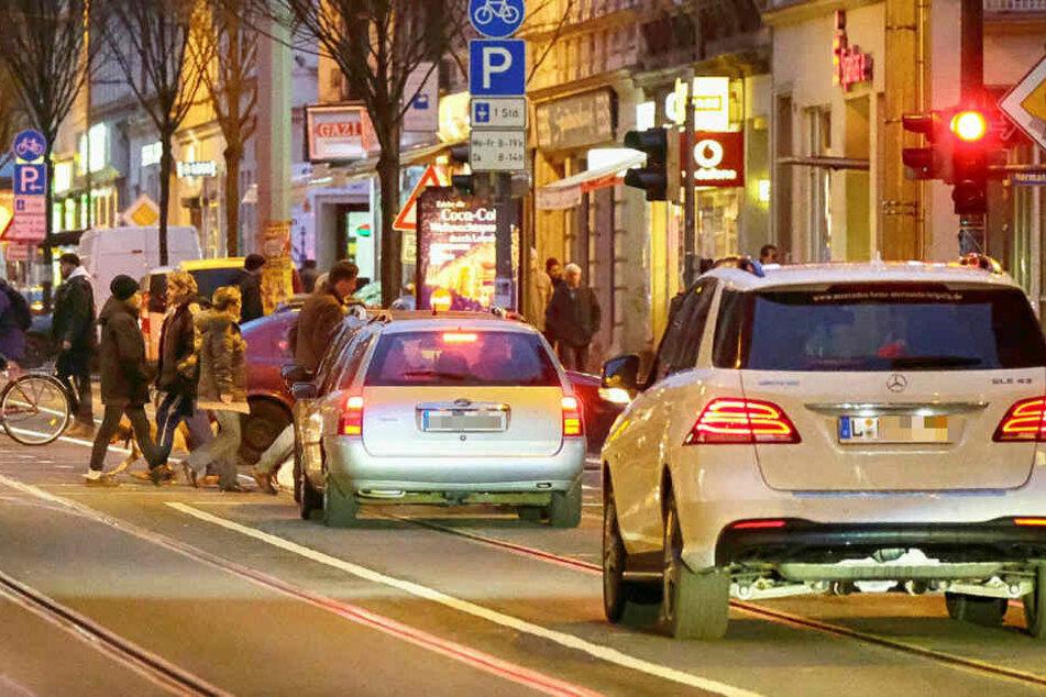 Auf einer der gefährlichsten Straßen Deutschlands kommt es auch nach Einführung einer Waffenverbotszone immer wieder zu Vorfällen. (Archivbild)