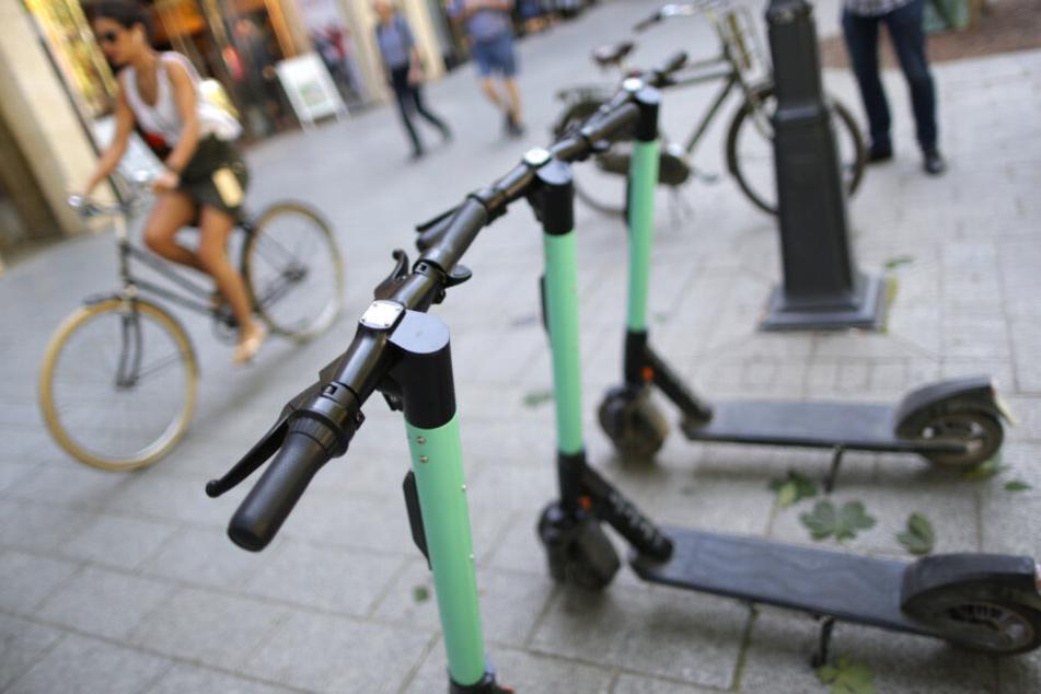 Nur selten stehen die Roller so schön nebeneinander gereiht wie hier.