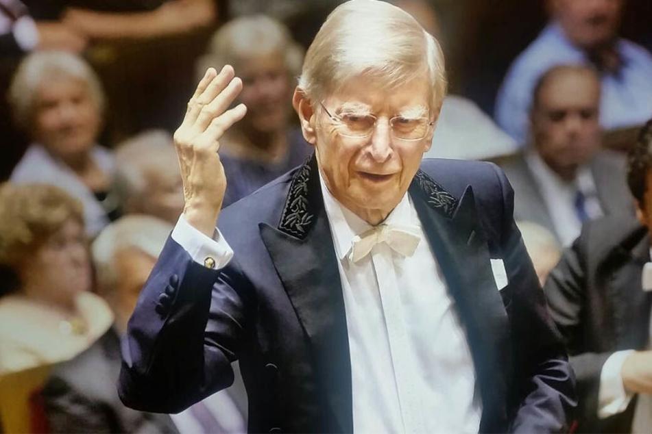 Am Donnerstagabend dirigierte Herbert Blomstedt das Gewandhausorchester zu Leipzig. Es war das erste von zwei Konzerten anlässlich seines 90. Geburtstags in diesem Jahr.