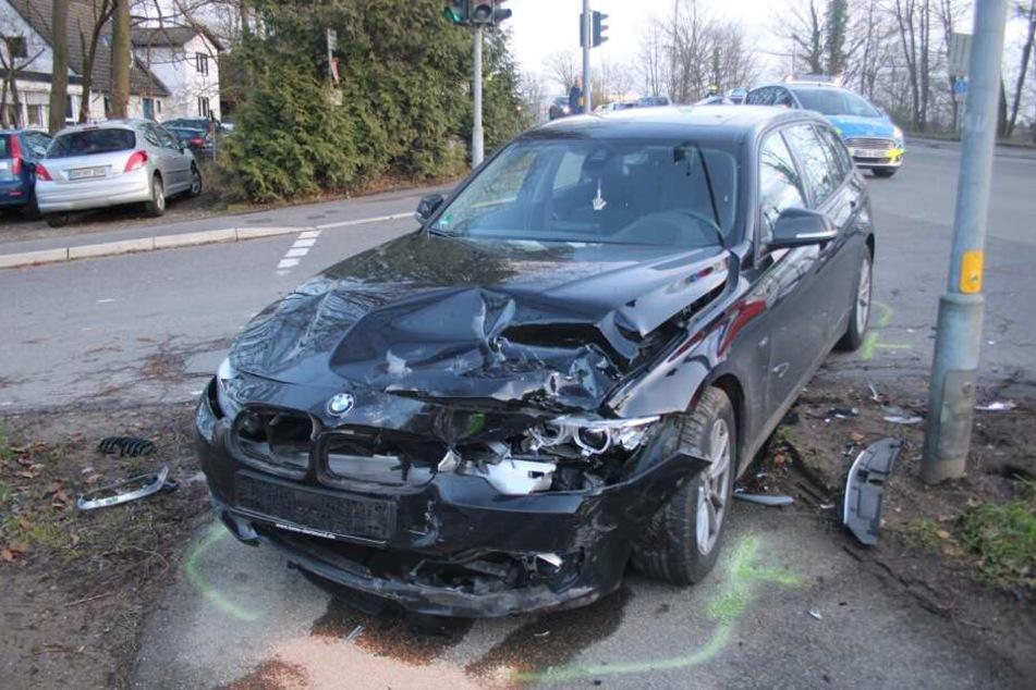 Der BMW wurde erheblich beschädigt.