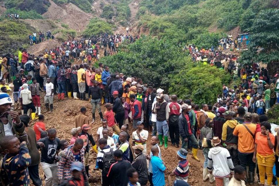 Nach heftigen Regenfällen und Überschwemmungen ist eine Goldmine in Kamituga in der kongolesischen Provinz Süd-Kivu eingebrochen.