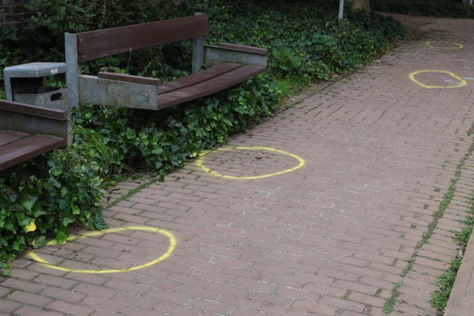 Offenbar ereigneten sich die tödlichen Messerstiche auf einer Parkbank.