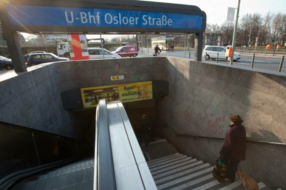Ein Eingang zum U-Bahnhof Osloer Straße in Reinickendorf