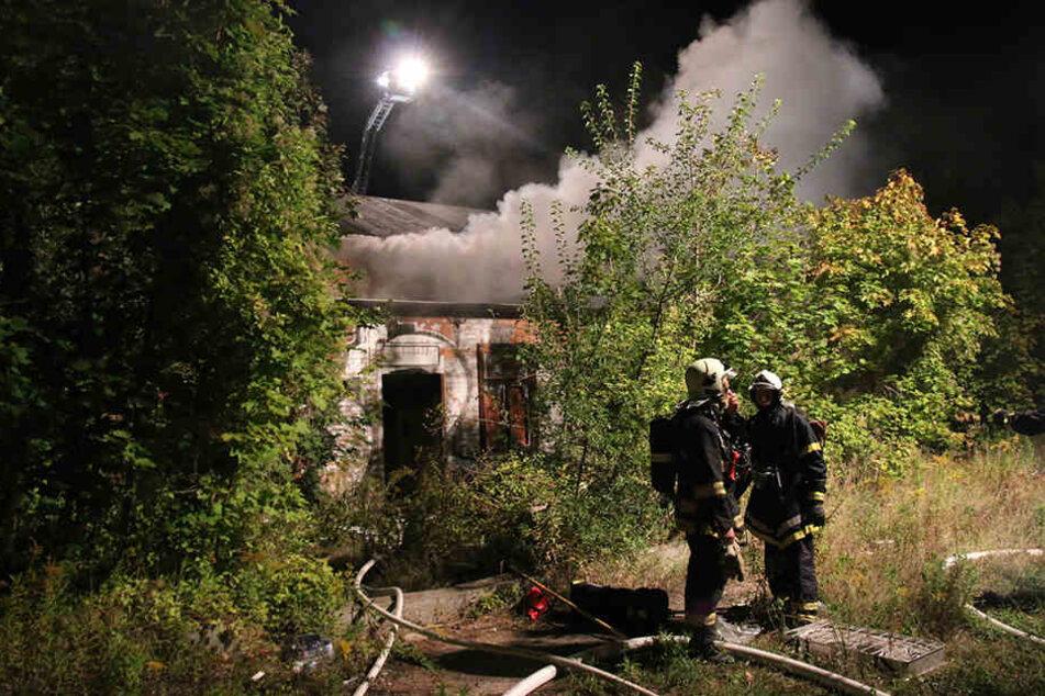 Die Feuerwehr bekämpfte den Brand unweit des Hauptbahnhofes.